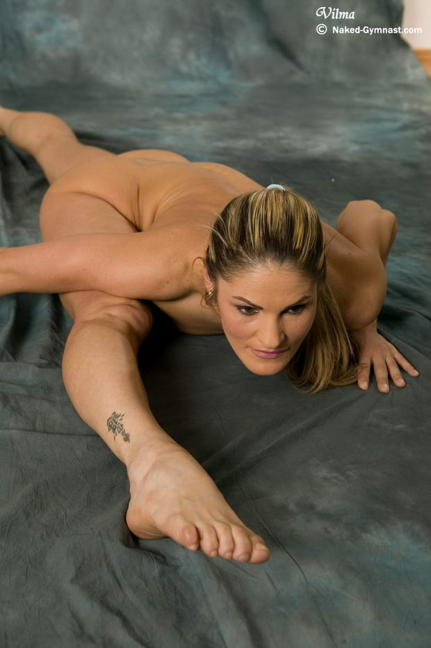 flexi becky spreading her pussy
