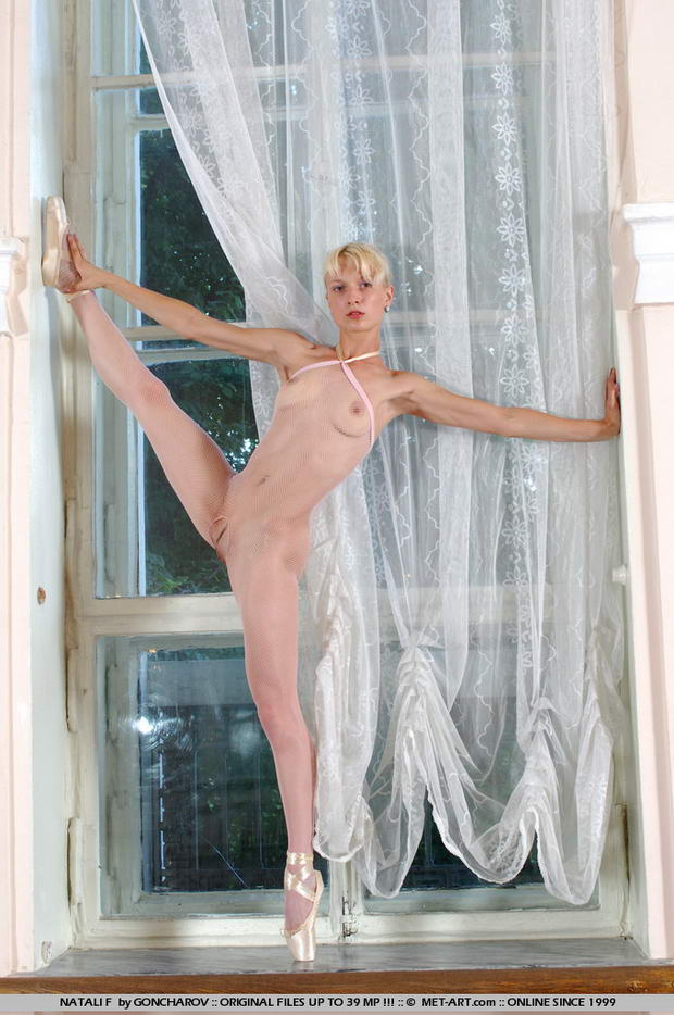 naked or nude ballet